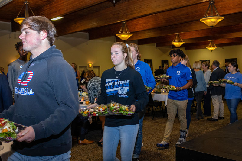 QHS Students Serving Food